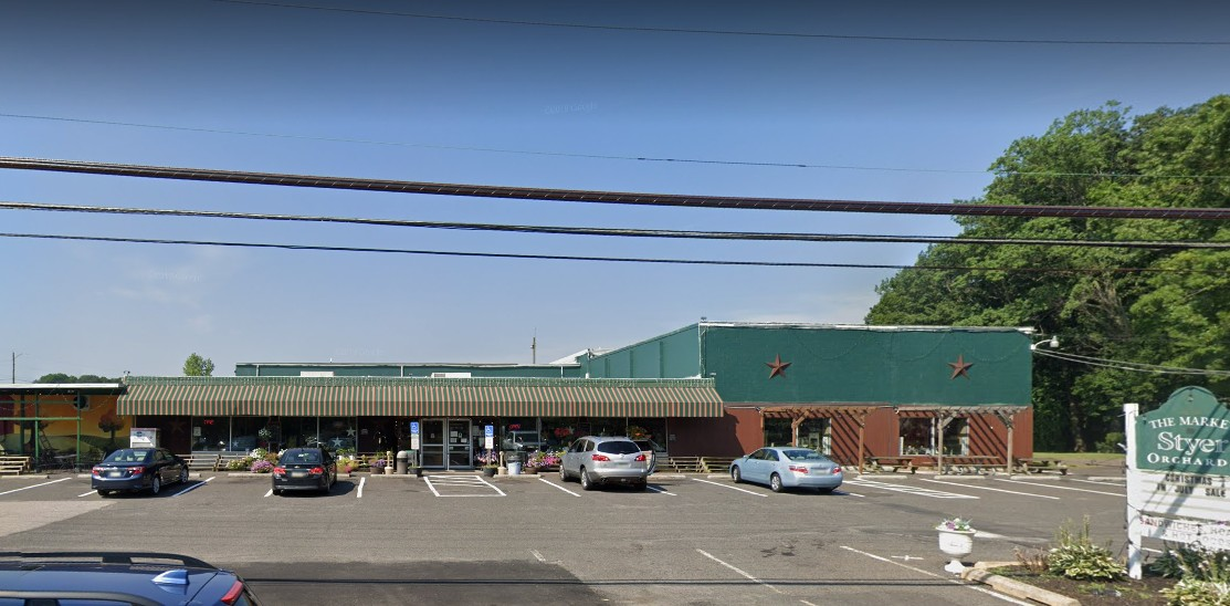 "Market at Styer Orchards in Langhorne; used bread slicer that, ""has many rodent droppings in it;"" Employee blames vacant house across the street"