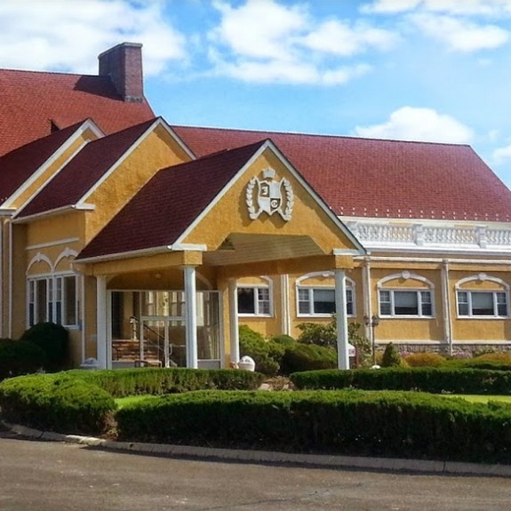 JC Melrose Country Club-Lounge in Cheltenham fouls inspection; Interior of ice machine observed with black mold-like growth
