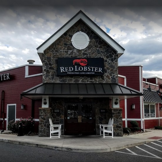 Inspection Chambersburg Red Lobster; Build-up or mold in ice machine a food contact surface, 13 violations