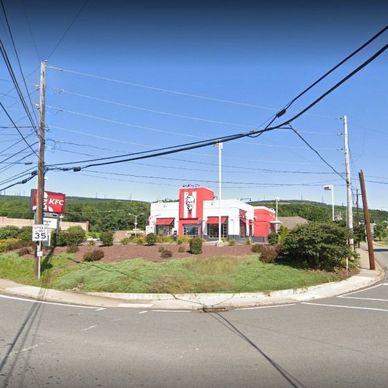 Scranton KFC fouls inspection; Employee not wearing mask, garbage full to the top needed to be emptied, 5 violations