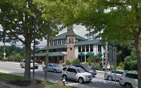 DaVinci's Pub in Collegeville fouls inspection; Fly-like insects observed at main bar, Kitchen dish machine showing no level of sanitizer. Do not use until repaired and sanitizing at 50-100ppm