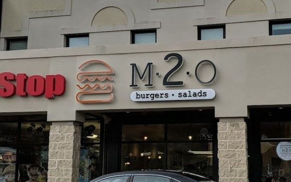 M2O Burgers in Wynnewood bumbles inspection; Rodent-like droppings observed in facility, no water under pressure in employee restroom