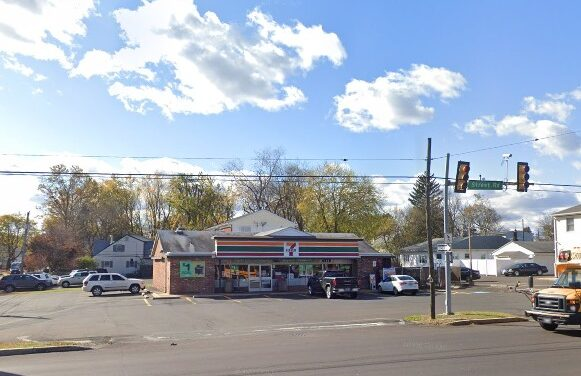 Bensalem 7-Eleven bumbles inspection; Employee did not wash hands between changes of gloves, Vacuum-packed package of bacon was broken/exposed to air