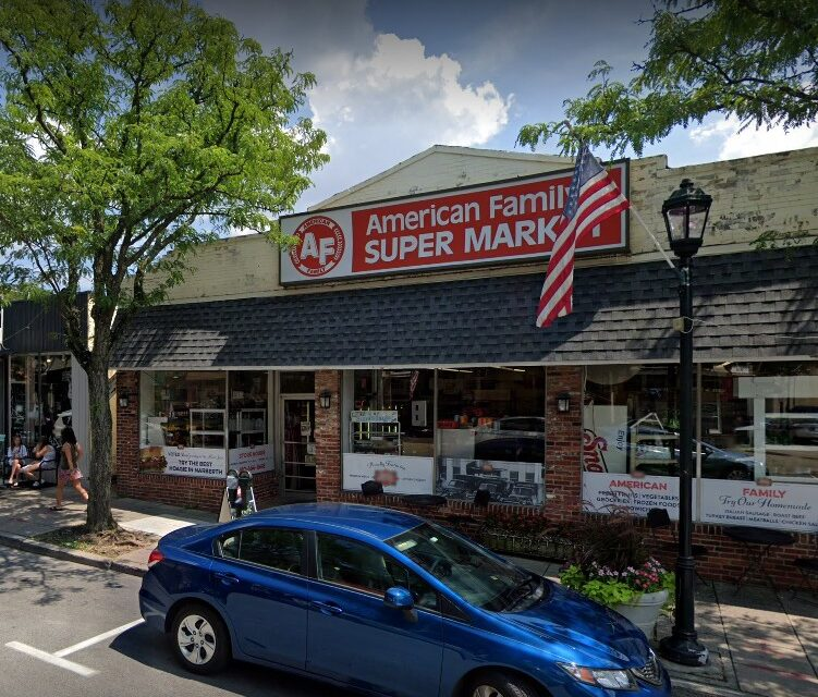 American Family Market Narberth fouls inspection; Rodent like droppings observed in back prep area on floor behind meat slicer