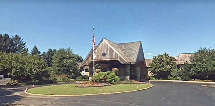 White Manor Country Club fouls inspection; 7 violations, potentially hazardous foods (PHF) such as short ribs, produce, cauliflower puree, and other prepared foods were found spoiled and/or with expired dating