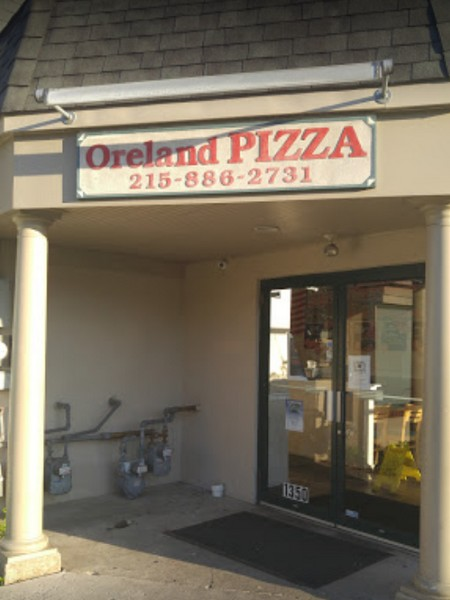 Oreland Pizza bumbles inspection; Rust like buildup observed on table surface, 6 times repeat not date marking pizza sauce
