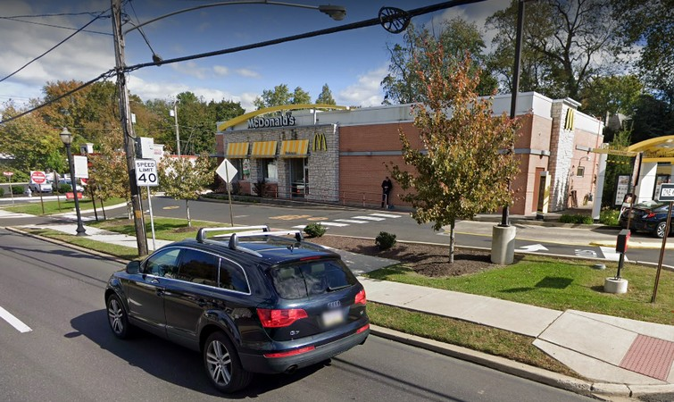 Abington McDonalds fouls inspection; Mold like accumulation in ice machine, Ware washing machine not supplying adequate amount of sanitizer, 15 violations