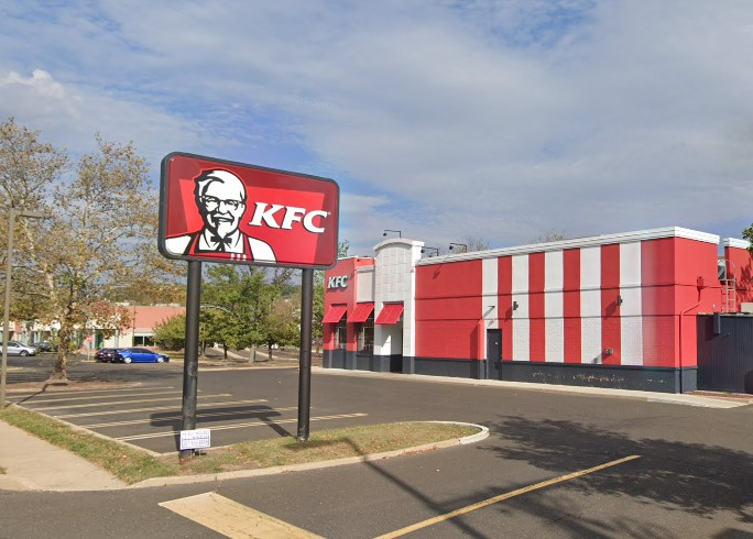 KFC in Willow Grove blows 3rd straight Health Department inspection; Employee shoes and personal bags stored with food utensils, employee food plates stored in microwaves