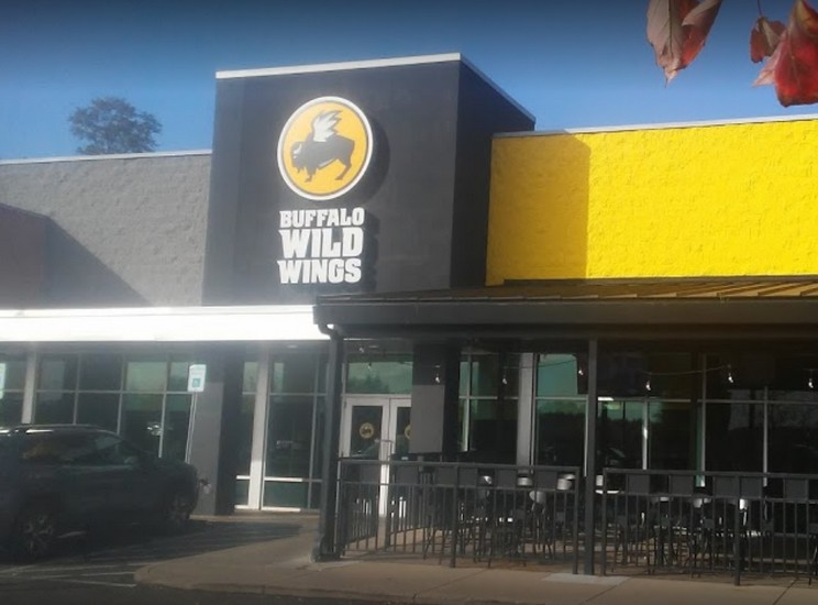 """Buffalo Wild Wings Grill & Bar; inspector says, """"Employee not wearing mask over mouth and nose in kitchen"""""""