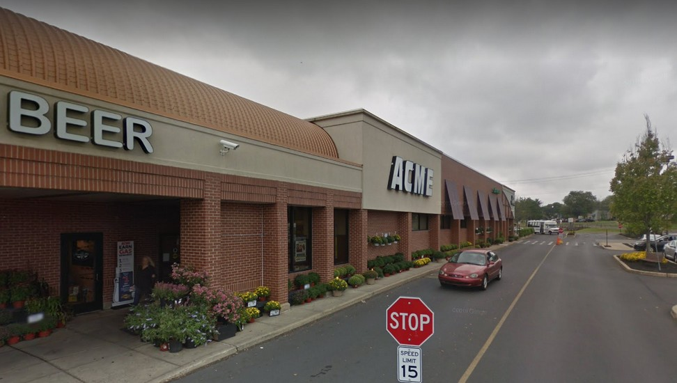 Acme in Doylestown bumbles inspection; Spray nozzles in produce have mold buildup, Employee observed not wearing mask in a food prep area