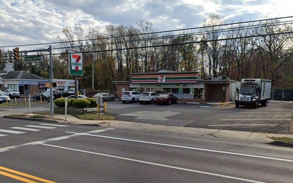 7-Eleven in Hatboro fouls inspection; Used gloves and facial mask stored on stacked napkins on prep area, Used gloves not discarded after single use task